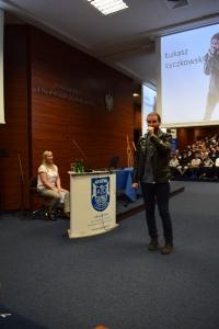 """Uwierz w siebie i wygraj pasję"""" – manifest złożony przez 460 uczniów lubuskich szkół podczas warsztatów w murach naszej Akademii, zapadnie w pamięci naszych zacnych gości_9"""